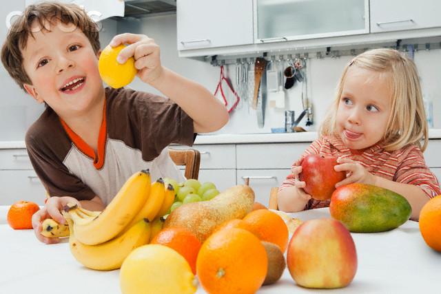 Kids -playing - fruit-SAVPRICE